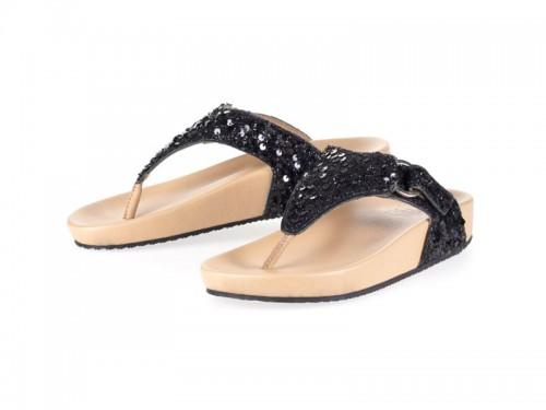 รูปด้านหน้า รองเท้าแตะเพื่อสุขภาพผู้หญิง Klas & Sylph แบบหูคีบ รุ่น Amanda-Q สีดำปักเลื่อม ลดอาการปวดรองช้ำ ปวดส้นเท้า