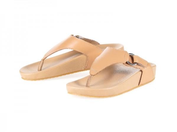 รูปด้านหน้า รองเท้าแตะเพื่อสุขภาพ Klas & Sylph แบบหูคีบ รุ่น Amanda สีเบจ ลดอาการปวดรองช้ำ ปวดส้นเท้า