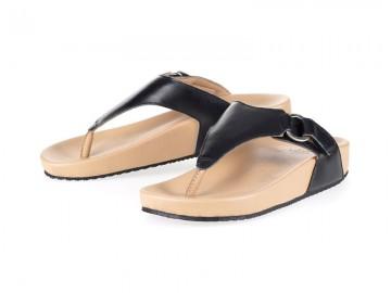 รูปด้านหน้า รองเท้าแตะเพื่อสุขภาพ Klas & Sylph แบบหูคีบ รุ่น Amanda สีดำ ลดอาการปวดรองช้ำ ปวดส้นเท้า