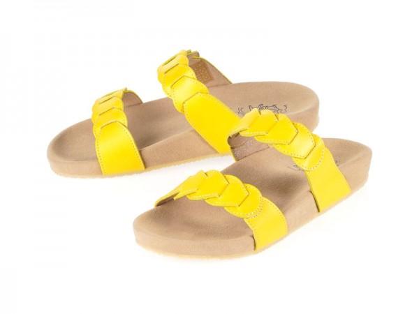 รูปด้านหน้า รองเท้าแตะเพื่อสุขภาพ Klas & Sylph แบบสวม รุ่น Effie สีเหลือง ลดอาการปวดรองช้ำ ปวดส้นเท้า