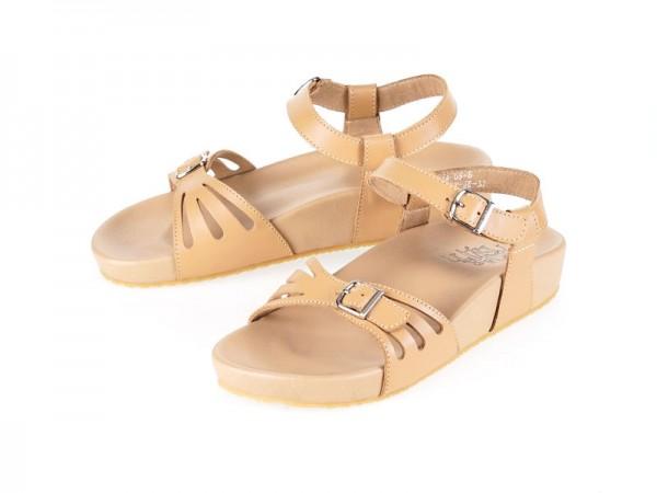 รูปด้านหน้า รองเท้าแตะเพื่อสุขภาพ Klas & Sylph แบบสวมมีสายรัดส้นเท้า รุ่น Stacey สีเบจ ลดอาการปวดรองช้ำ