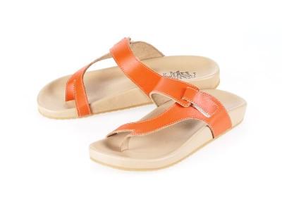 รูปด้านหน้า รองเท้าแตะเพื่อสุขภาพผู้หญิง Klas & Sylph แบบหูคีบ รุ่น Tracy สีส้ม ลดอาการปวดรองช้ำ ปวดส้นเท้า