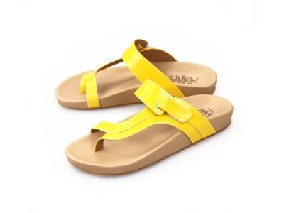 รูปด้านหน้า รองเท้าแตะเพื่อสุขภาพผู้หญิง Klas & Sylph แบบหูคีบกันน้ำ รุ่น Tracy สีเหลือง ลดอาการปวดรองช้ำ ปวดส้นเท้า