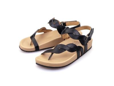 รูปด้านหน้า รองเท้าแตะเพื่อสุขภาพผู้หญิง Klas & Sylph แบบหูคีบ รุ่น Elena-B สีดำ มีสายรัดข้อเท้า