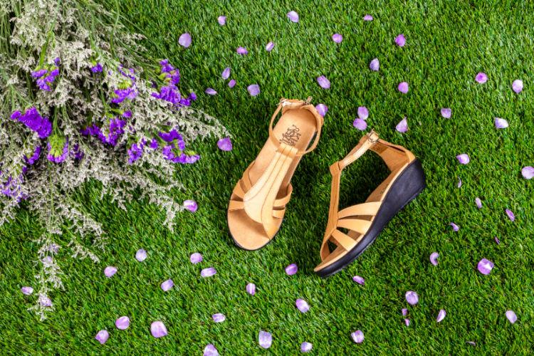 ภาพด้านบน รองเท้าส้นเตี้ยเพื่อสุขภาพ Klas & Sylph รุ่น Helena สีเบจ (ภาพใหญ่)