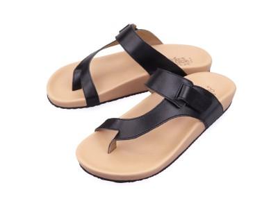 รูปด้านหน้า รองเท้าแตะเพื่อสุขภาพผู้หญิง Klas & Sylph แบบหูคีบ รุ่น Tracy สีดำ ลดอาการปวดรองช้ำ ปวดส้นเท้า