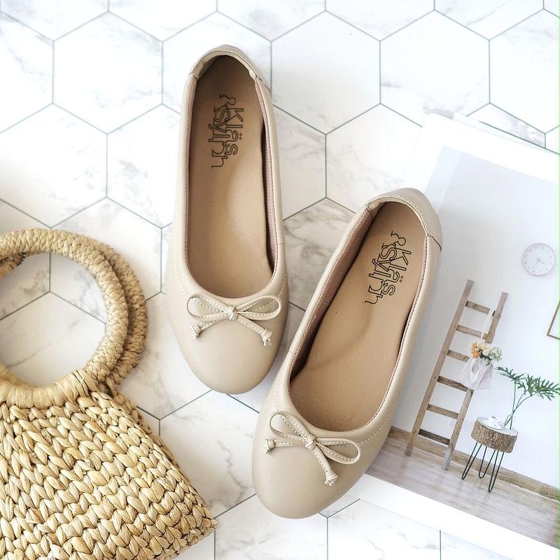 รองเท้าส้นเตี้ยเพื่อสุขภาพ Klas & Sylph รุ่น Paris สี